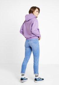 Tommy Jeans - BADGE HOODIE - Hoodie - hyacinth - 2