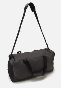 adidas Performance - LINEAR DUFFEL M UNISEX - Sportovní taška - grey/black - 1