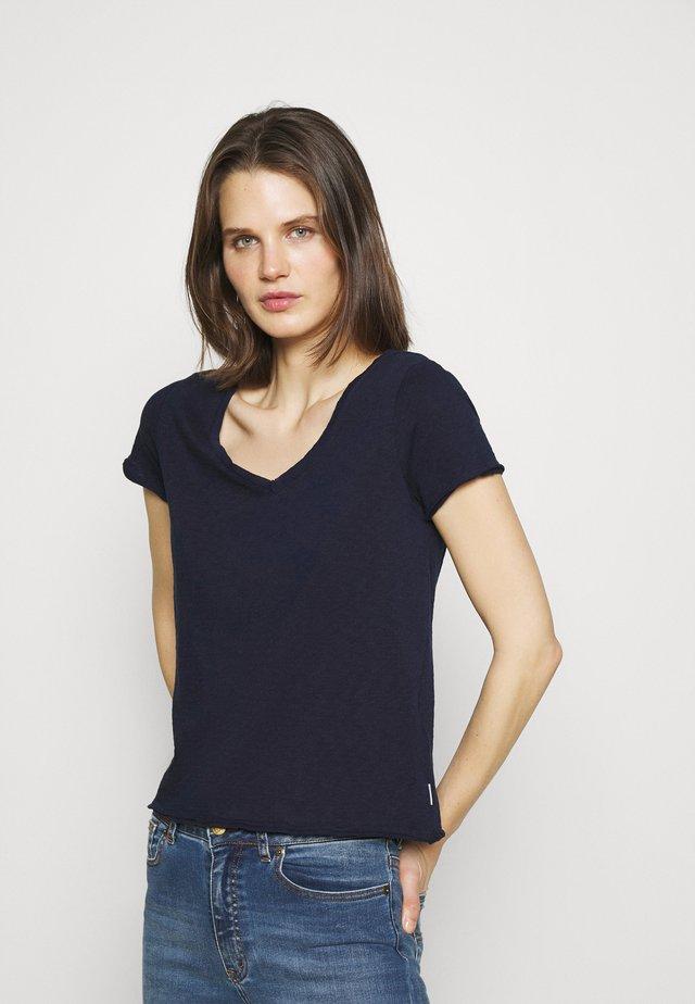 SHORT SLEEVE V NECK - T-shirts basic - scandinavian blue