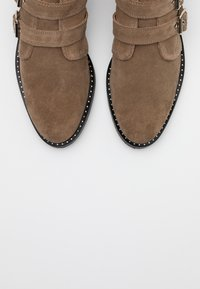 Shoe The Bear - FINNA BUCKLE - Ankle boots - taupe - 5