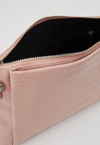 Dorothy Perkins - POUCH COMP - Clutch - blush - 4