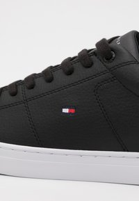Tommy Hilfiger - ESSENTIAL DETAIL - Sneakersy niskie - black - 5