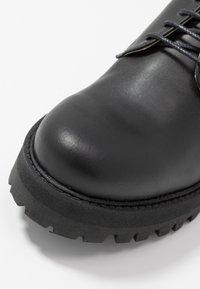 NAE Vegan Shoes - ALWIN - Šněrovací boty - black - 2