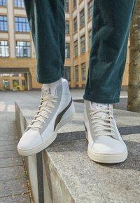 Puma - BASKET MID XXI RE.GEN UNISEX - High-top trainers - white/grape leaf - 4