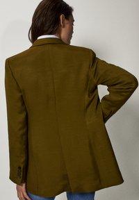 Massimo Dutti - MIT DOPPELTER KNOPFREIHE LIMITED EDITION 06065555 - Blazer - green - 1