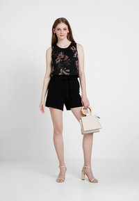 ONLY - ONLTURNER PAPER BAG  - Shorts - black - 2