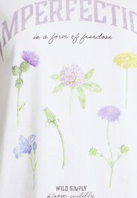 ONLY - ONLLUCY LIFE WILDFLOWER  - Printtipaita - bright white/imperfection - 2
