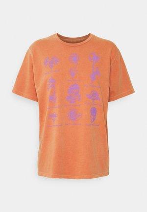 FLOWER PACKET - Print T-shirt - ginger