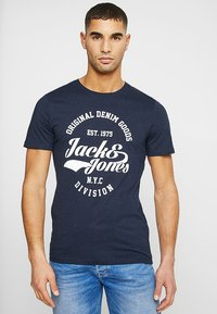 Jack & Jones - JJERAFA - Print T-shirt - navy blazer - 0
