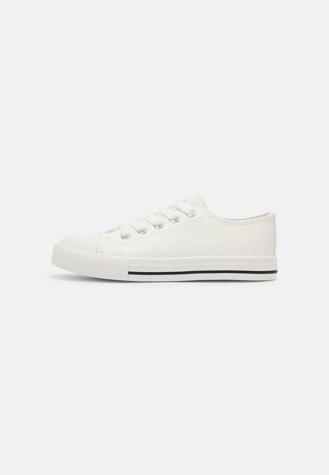 CLASSIC TRAINER UNISEX - Sneakersy niskie - white