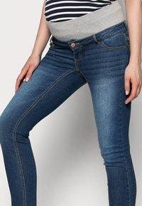 Pieces Maternity - PCMLILA - Jeans slim fit - dark blue denim - 3