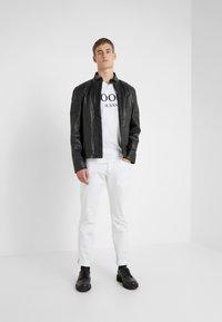 JOOP! Jeans - ALEX - Camiseta estampada - white - 1