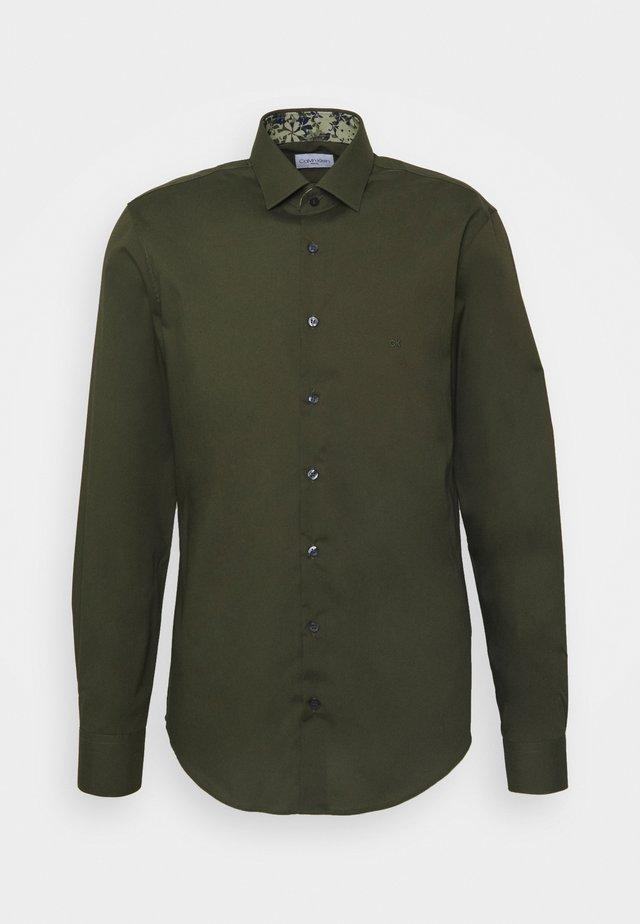 STRETCH CONTRAST SLIM FIT - Shirt - green