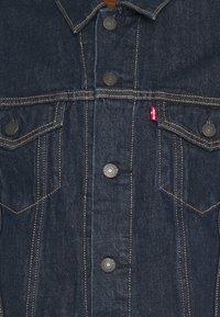 Levi's® - THE TRUCKER - Denim jacket - med indigo - 6