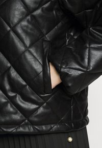 Glamorous Curve - QUILTED JACKET WITH BUTTON DETAIL - Light jacket - black - 6