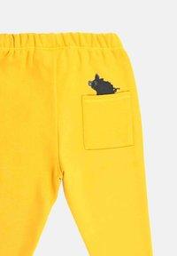 Little Boar - Tracksuit bottoms - yellow mellow - 2