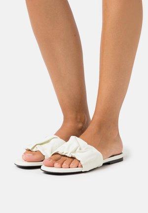 Pantofle - bone