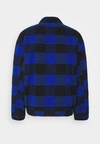 Tommy Jeans - PLAID TRUCKER JACKET UNISEX - Välikausitakki - providence blue - 1