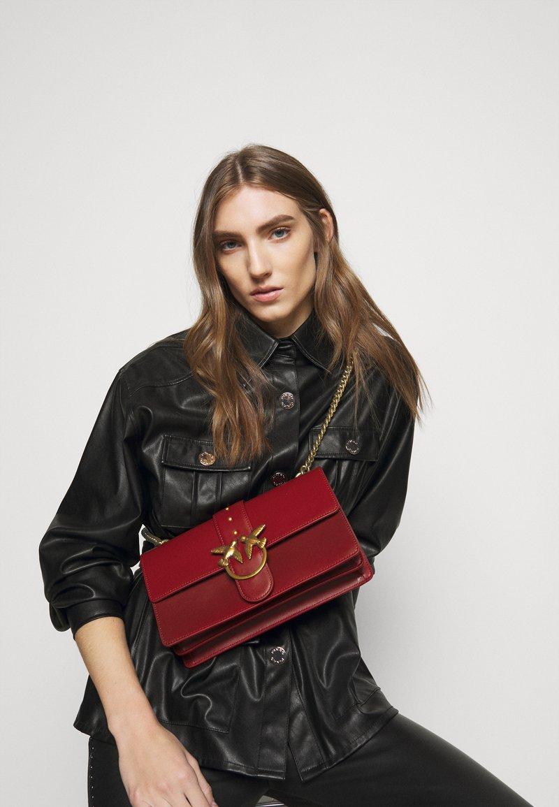 Pinko - LOVE CLASSIC ICON SIMPLY SETA - Across body bag - ruby red