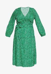 WRAP DRESS - Denní šaty - green based design