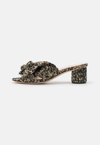 EMILIA PLEATED KNOT MULE - Pantofle na podpatku - black/champagne