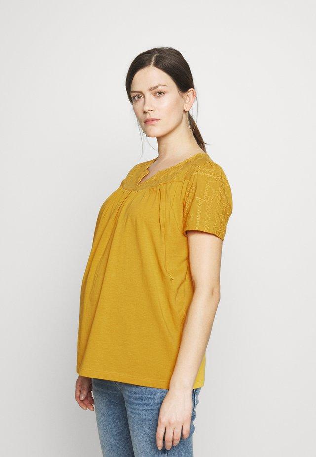 NURS DALLES - Print T-shirt - sunflower