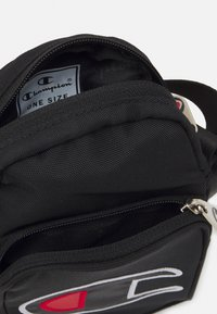 Champion Reverse Weave - SMALL SHOULDER BAG UNISEX - Bum bag - black - 2