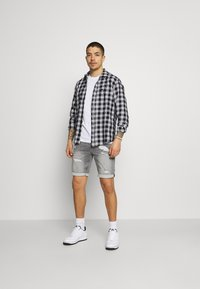 Only & Sons - ONSPLY LIFE SHORTS - Jeansshorts - grey denim - 1