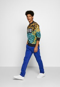Versace Jeans Couture - MILANO ICON - Jeans a sigaretta - cobalt blue - 1
