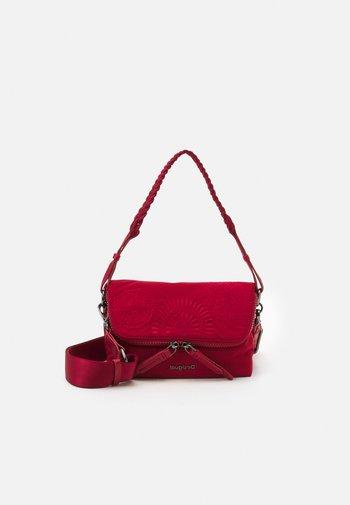 BOLS MANDARALA VENECIA - Across body bag - red