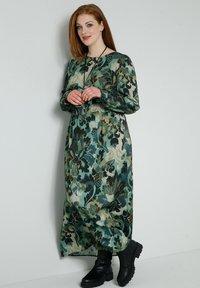 Sara Lindholm - Maxi dress - khaki,salbeigrün - 1