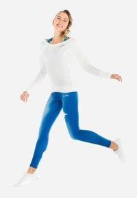 Winshape - MCS002 ULTRA LIGHT - Sweatshirt - vanilla - 1