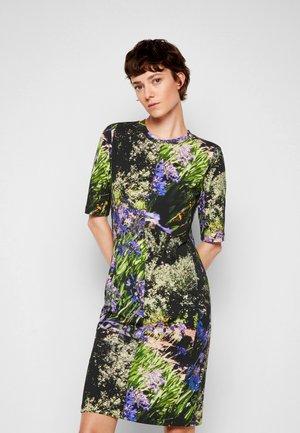 DRESS - Robe en jersey - multicolour