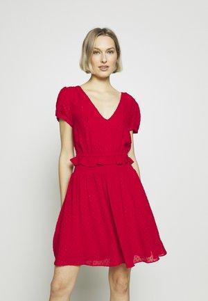 BOLD BOW  - Denní šaty - scarlet