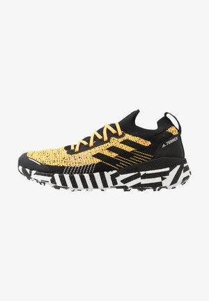 TERREX TWO ULTRA PARLEY - Zapatillas de trail running - solar gold/core black/footwear white