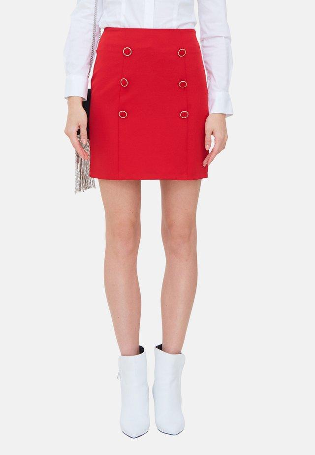 MIT KNÖPFEN - Pencil skirt - rosso