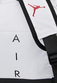 Jordan - AIR DUFFLE - Sportovní taška - white - 5