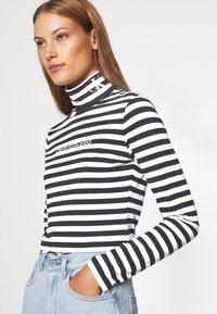 Calvin Klein Jeans - Long sleeved top - black/bright white - 5