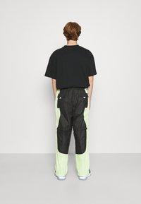 Jordan - TRACK PANT - Träningsbyxor - black/light liquid lime/electric green - 2