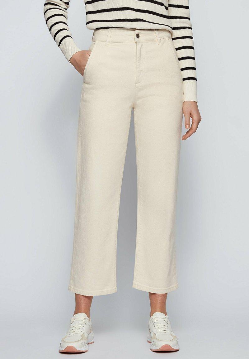 BOSS - Straight leg jeans - open white
