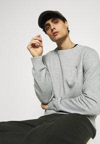 GANT - ORIGINAL C NECK - Sweatshirt - grey melange - 4