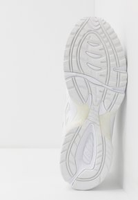 ASICS SportStyle - GEL-1090 UNISEX - Matalavartiset tennarit - white - 4