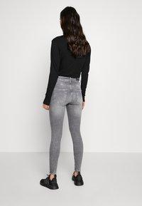 ONLY - ONLBLUSH BUTTON - Jeans Skinny Fit - medium grey denim - 2