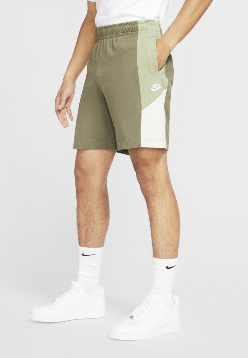 Nike Sportswear - Shorts - medium olive/oil green/light bone/white