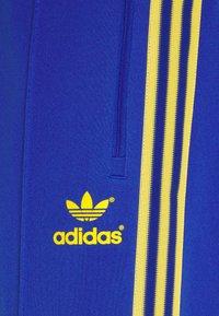 adidas Originals - TRACKPANT UNISEX - Tracksuit bottoms - royalblu - 2
