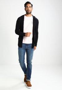 Selected Homme - SHNSLIM LEON - Jeans Slim Fit - medium blue denim - 1