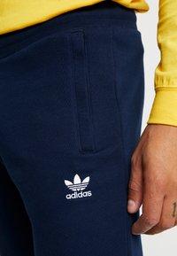 adidas Originals - TREFOIL PANT UNISEX - Tracksuit bottoms - collegiate navy - 4