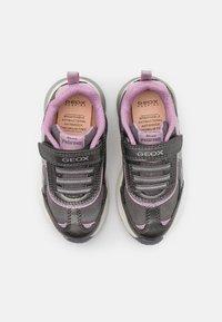 Geox - DISNEY FROZEN ELSA SPACECLUB GIRL  - Zapatillas - dark silver/lilac - 3