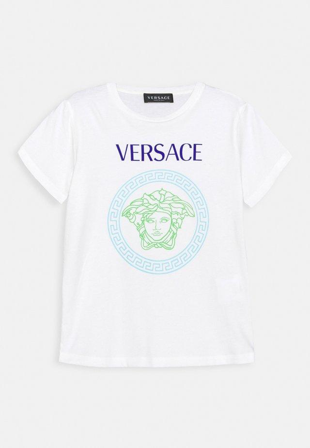 SHORT SLEEVES AND MEDUSA PRINT UNISEX - T-shirt con stampa - white/bluette/light blue