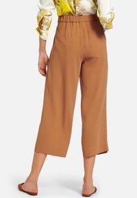 PETER HAHN - SCHLUPF-CULOTTE - Trousers - camel - 2